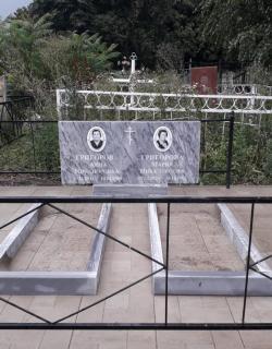 Мраморный памятник на двоих
